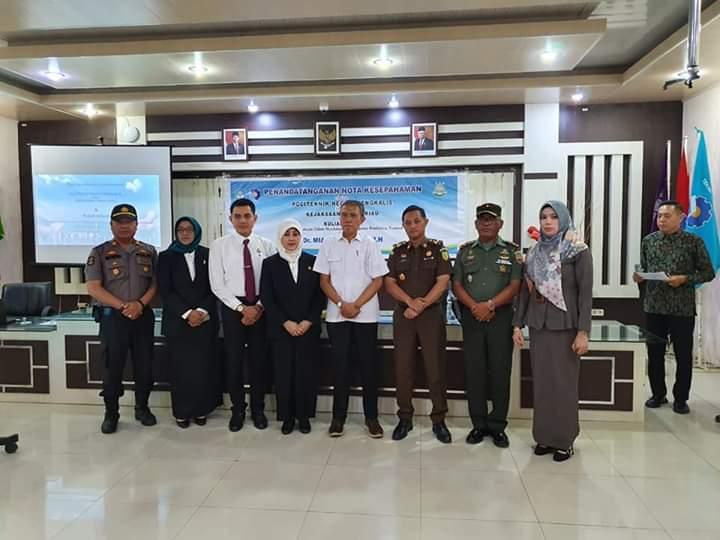 Hakim Pengadilan Negeri Bengkalis Menghadiri Acara Penandatanganan Nota Kesepahaman (MoU)
